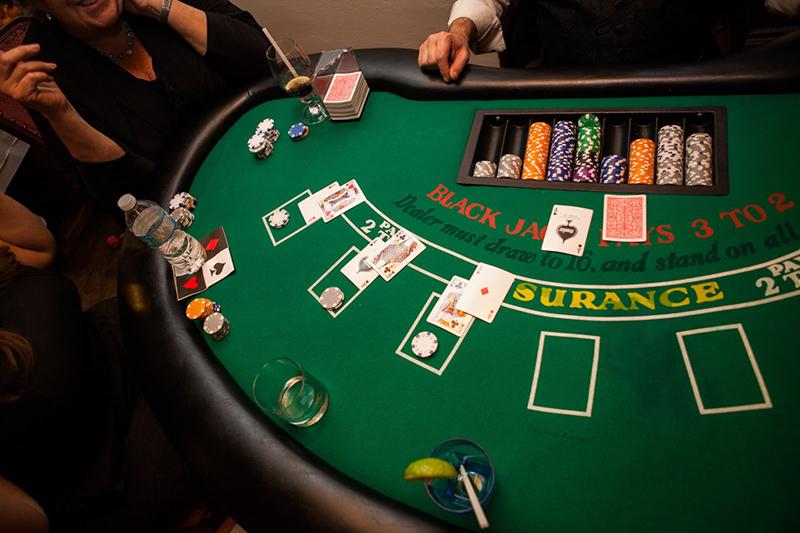 plot summary of casino royale